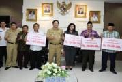 Wagub Kandouw Serahkan Dana Hibah untuk NU, Muhammadiyah, PHBI dan APTISI
