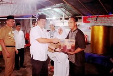 Safari Ramadhan, Wagub Kandouw Serahkan Bantuan Kepada Jamaah Masjid Ulu Siau
