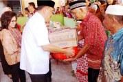 Gubernu Olly Serahkan Bantuan Dana Ratusan Juta ke Beberapa Masjid di Tombariri