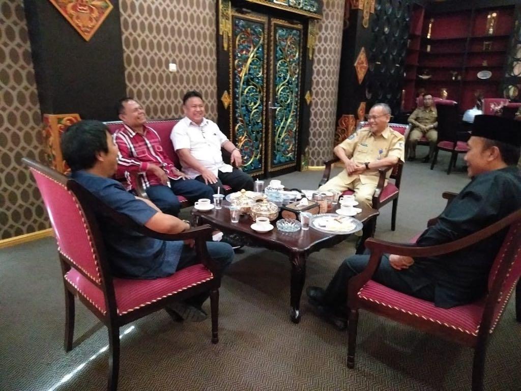 Kunker ke Lombok, Bupati James Sumendap Disambut Baik Bupati Fauzan