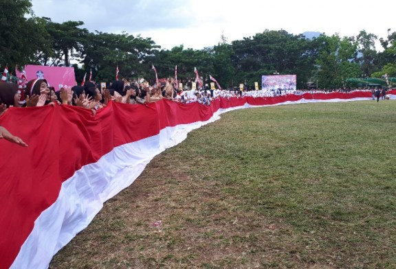 1945 Buah Bendera Merah Putih Berkibar Di Lapangan Boki Hotinimbang