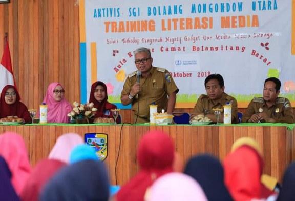 Wabup Bolmut Buka Training Literasi Media