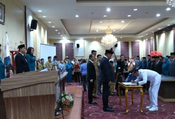 Gubernur Olly Lantik Iskandar Kamaru sebagai Bupati Bolsel Gantikan Herson Mayulu