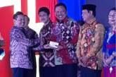Hebat.! Gubernur Olly Terima Penghargaan Kihajar Madya Dari Kemendikbud RI