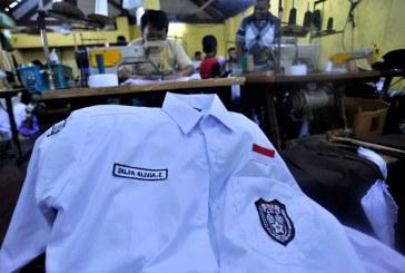 Esok Yasti Serakan Secara Simbolis Bantuan Seragam Sekolah Bagi SD Dan SMP