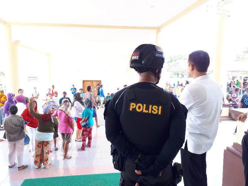 Ratusan Warga Kecamatan Lolak Minta Keadilan Ke Bupati Bolmong