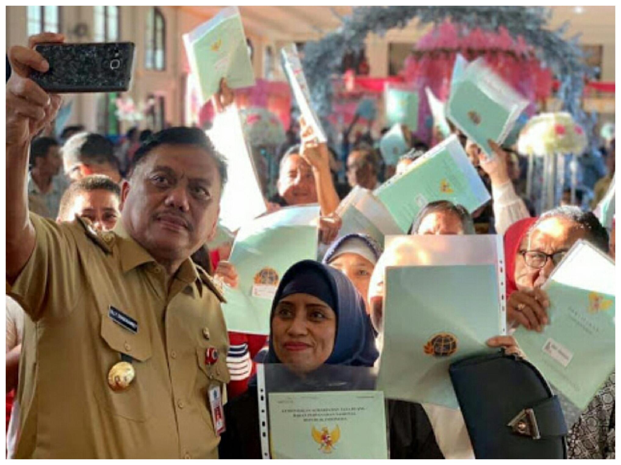 Program Jokowi Dilanjutkan Gubernur Olly Dondokambey, Sebanyak 1.243 Sertifikat Tanah PTSL Dibagikan di Mongondouw