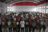 Lanjutkan Program Jokowi, Bupati Sumendap Bagi Sertifikat PTSL kepada Masyarakat