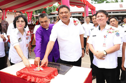 Gubernur Olly Resmikan Asrama SMK PP Negeri Kalasey