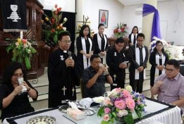 Gubernur Olly beserta Keluarga Ibadah Jumat Agung bersama Jemaat GMIM Eben Haezer Bumi Beringin
