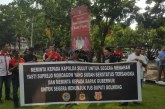 Gelar Aksi di Kantor Gubernur, Demonstran Minta Pemprov Ganti Tersangka Bupati Yasti Mokoagow