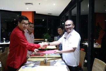 Wagub Kandouw Serahkan SK Plh Bupati Talaud  ke Adolf Binilang