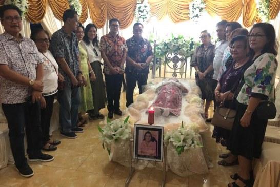 Turut Berduka, Joune Ganda Melayat ke Rumah Duka Mertua Wabup Minahasa