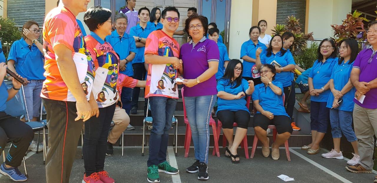 Peduli Pelayanan, Joune Ganda Serahkan Bantuan untuk Jemaat GMIM Diaspora