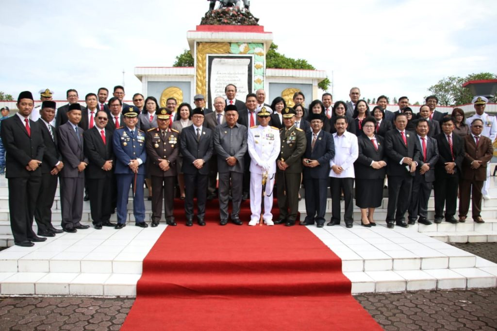 Gubernur Olly Pimpin Ziarah Hari Pahlawan di TMP Kairagi
