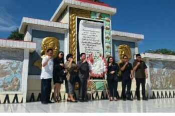 Peringati Hari Pahlawan, DPRD Sulut Ziarah di TMP Kairagi