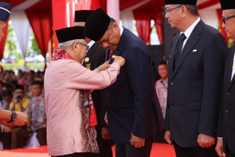 Gubernur Olly Terima Penghargaan SLKS dari Wapres Ma'Ruf Amin, Sulut Sioasrukan Tuan Rumah HKSN 2020