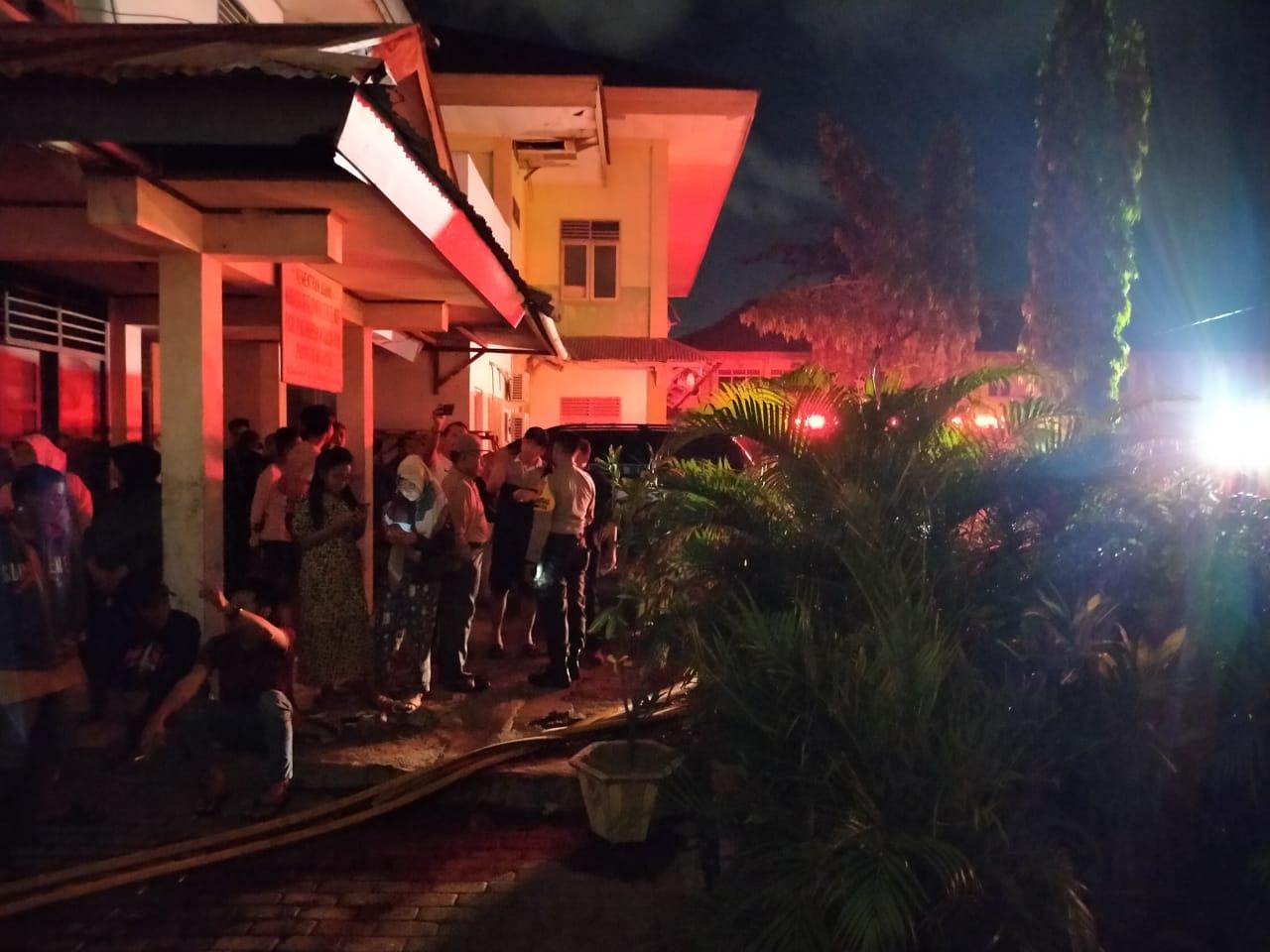 Bangunan Asrama Putri MAN Model Manado Diamuk si Jago Merah