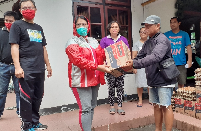 Peduli Sesama, Bantuan Pribadi Olly dan Steven Sasar Ojek Pangkalan di Manado