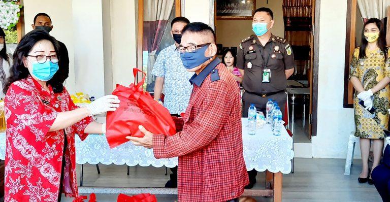 Pemprov Sulut Salurkan Paket Sembako untuk Warga Terdampak Covid-19 di Minsel