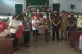Salurkan Bansos, Gubernur Olly Bantu Beli Beras Petani dan Pedagang di Minsel