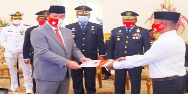 Di Momen HUT RI ke-75, Wagub Kandouw Serahkan Remisi kepada 1.407 Narapidana
